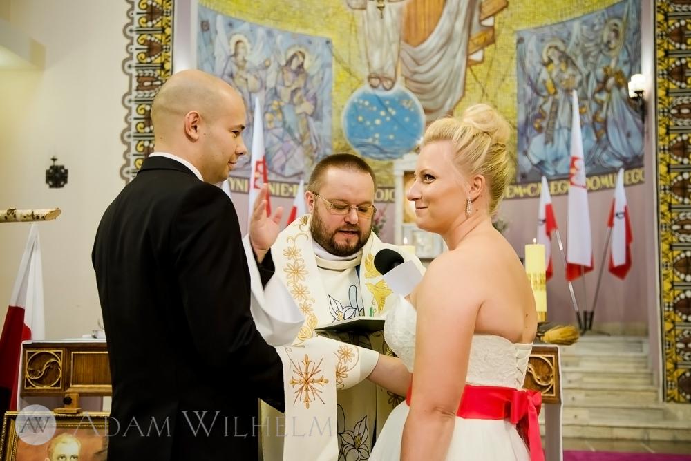 Przed ołtarzem. Przysięga małżeńska.
